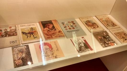 Edições originais de revistas humorísticas da época.